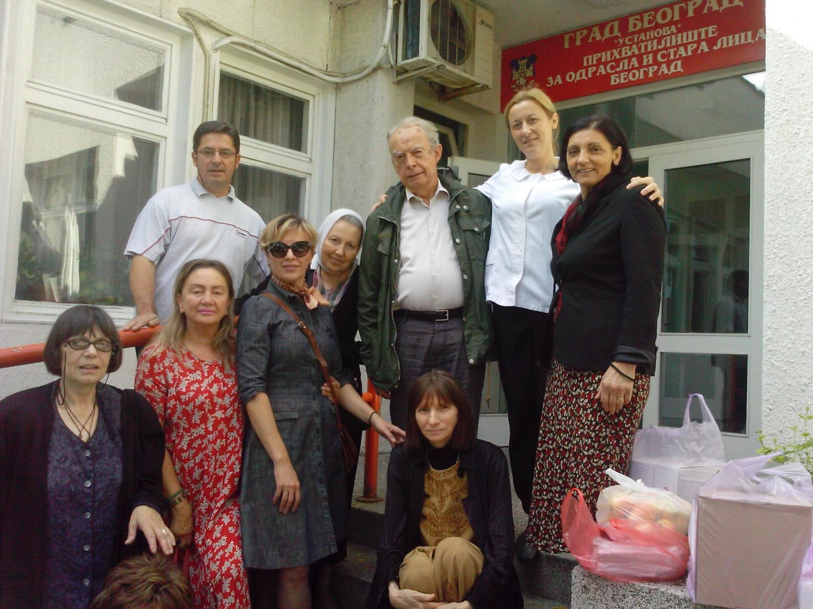 Чланови милосрдне секције са особљем прихватилишта за одрасла и стара лица 02.10.2016.