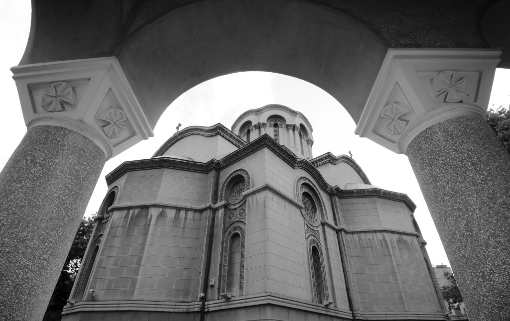 Црква Св. Александра Невског и нови парохијски дом (поглед од парохијског дома, са северо-источне стране)