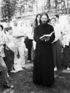 Додела поклон-књига на свечаној академији, одржаној, поводом краја школске године Православне мисионарске школе, 18. јуна 2006. године у Манастиру Лелић