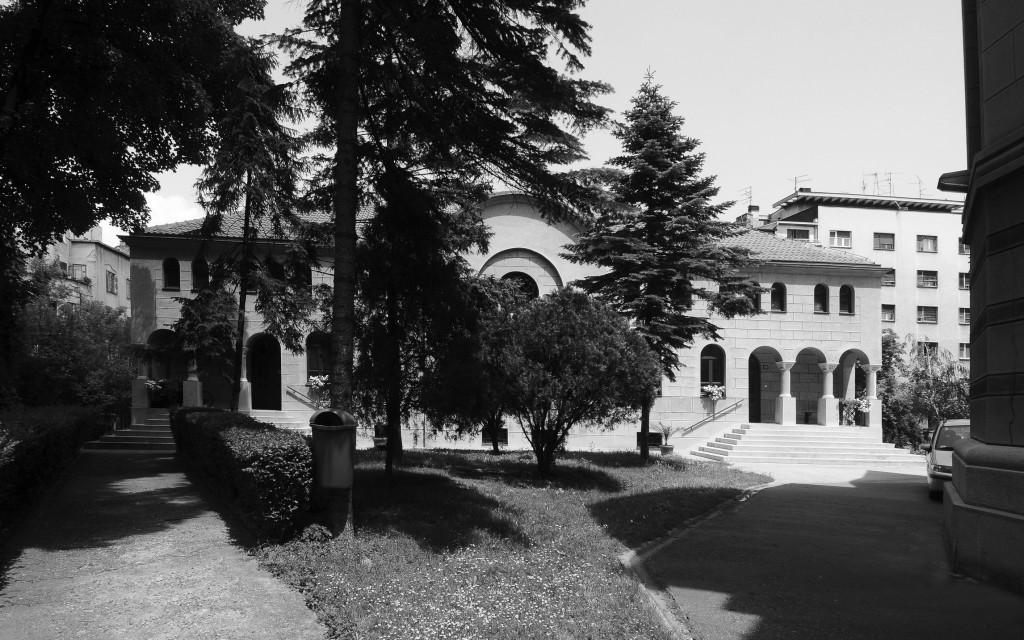 Нови парохијски дом (поглед из црквене порте)