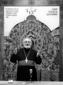 Протојереј-ставрофор хаџи-Љубодраг Петровић, у сали за предавања новог парохијског дома цркве Св. Александра Невског
