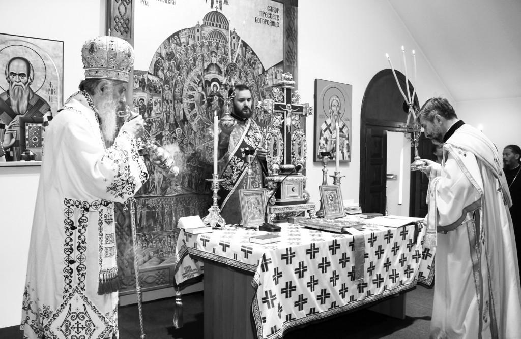 Сала за предавања у парохијском дому као параклис у време обнове храма, храмовна слава 2011. године