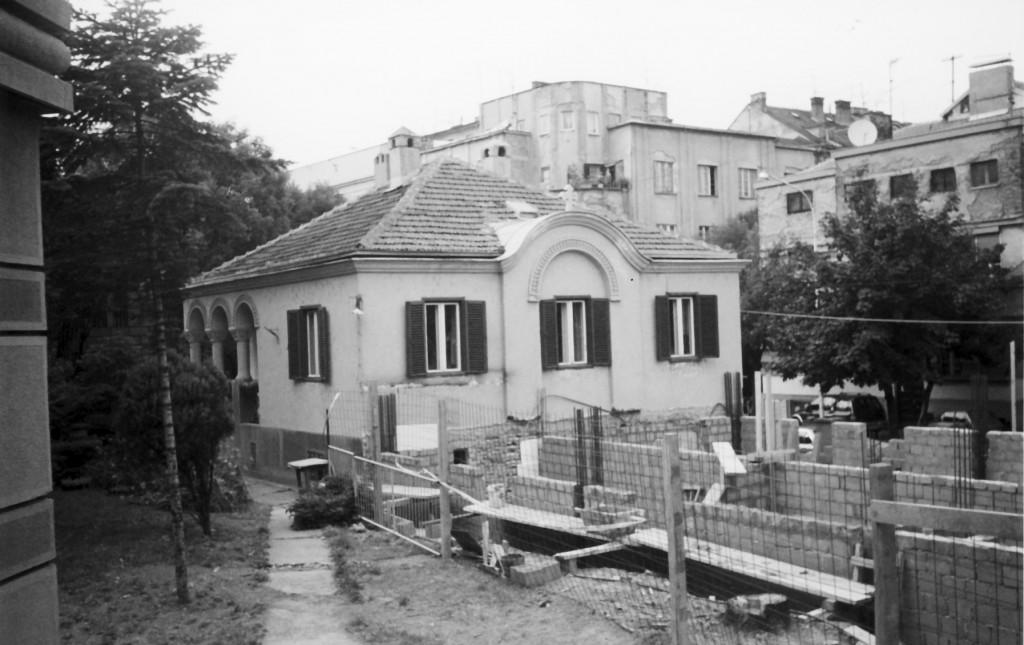 Зграда старог парохијског дома – почетак радова на изградњи-доградњи новог парохијског дома 2002. године