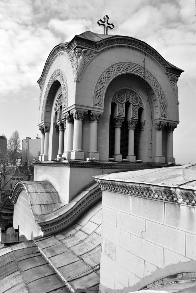 Звоник храма - поглед с истока с крова